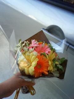 花をもらう。